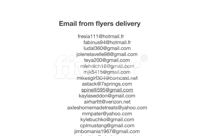 handing-out-flyers_ws_1439419518
