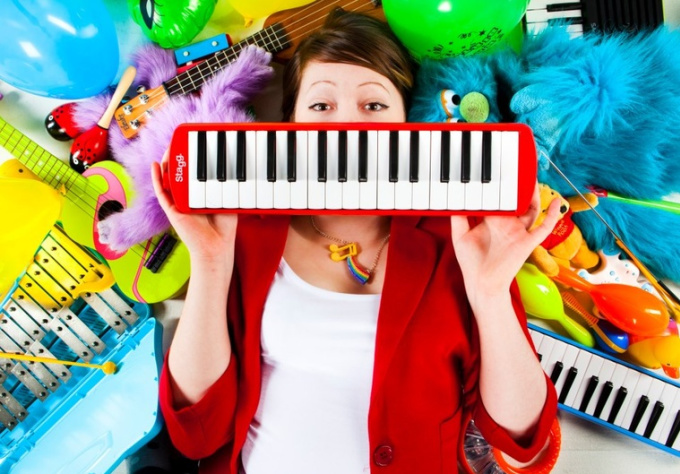 compose a CATCHY ToyTASTIC instrumental, extra for jingle