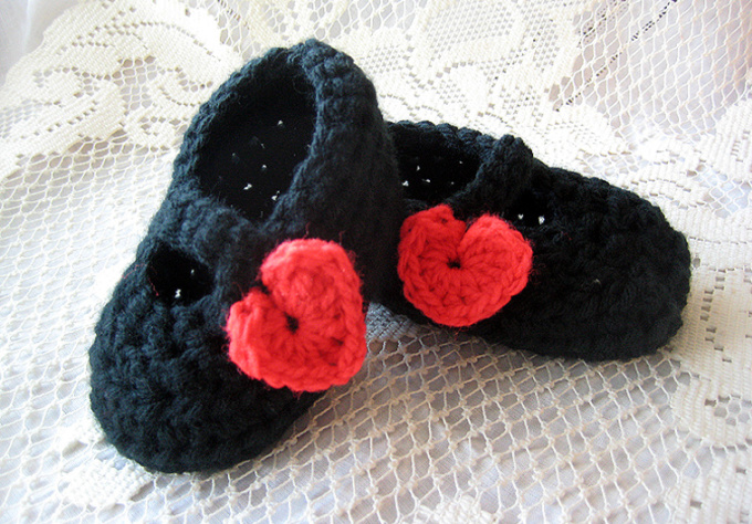 crochet these baby Mary Jane shoes