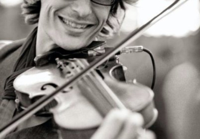 improv a Unique musical piece on violin