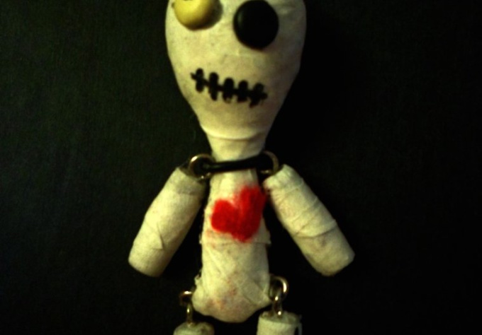 create a Voodoo doll, Mummy or Alien keychain just in time for halloween