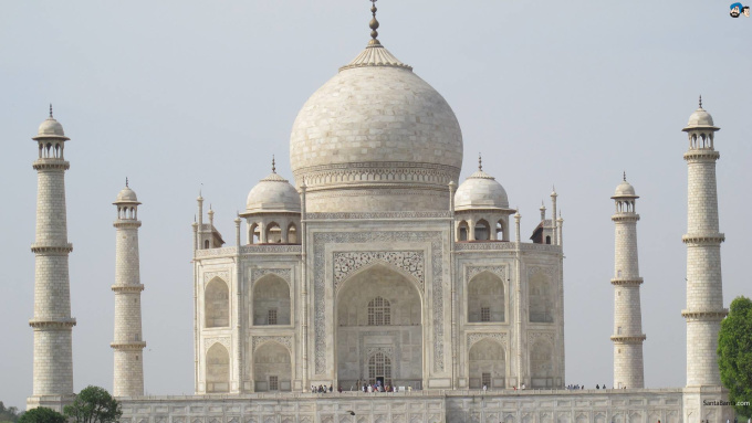record a video at Taj Mahal