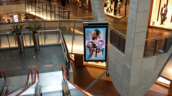 mall_ad_low_res02