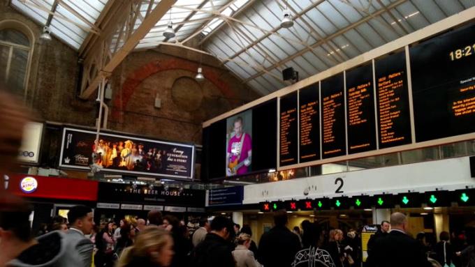 TrainStationBoard_santasignal