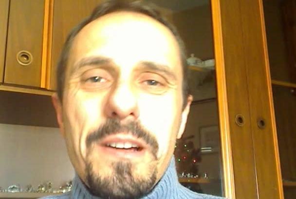 write a CSharp or Vb net APPLICATION
