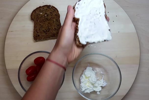 send You This Bread with Low Fat Cheese and Tomato Video Recipe