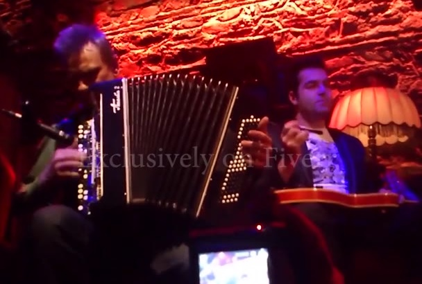 play french accordion for your song