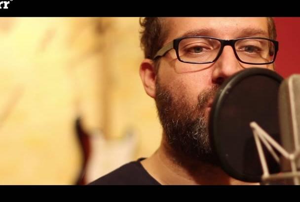 grabar una voz en off en español de España